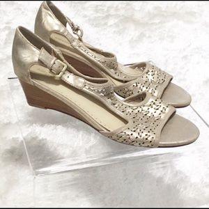 Adrienne Vittandi-Distressed Sandal Small wedge 10